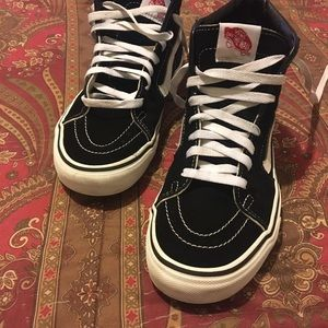 Sk8 Hi Skate Shoe From Van's Size 8.5